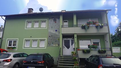 Haus-Zimmermann vorne